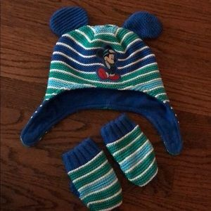 Fleece Mickey Mouse winter hat and gloves set